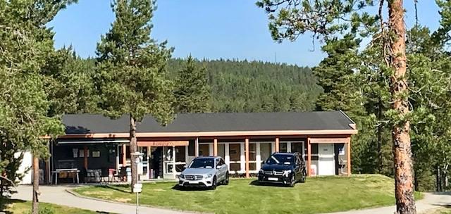 Biler utstilt ved Kongsvinger Golfklubb