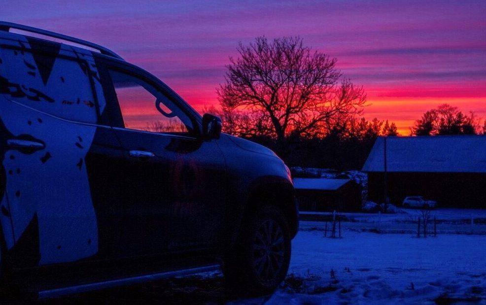Mercedes-Benz i solnedgang