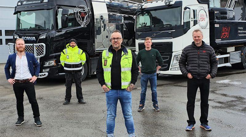 Hedmark Service og Lars Erik Fremming foran lastebiler.